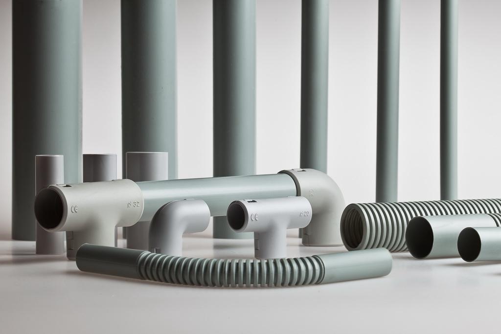 Гофрированные и гладкие трубы ПВХ для электропроводки