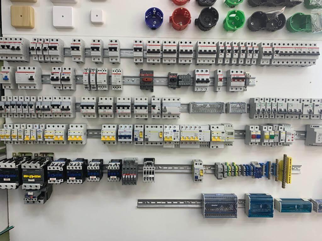 Как выбрать автомат: номинальный ток, полюсность и другие характеристики