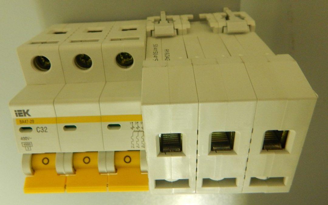 Автоматические выключатели IEK 3-полюсные. Условные обозначения