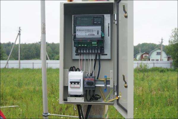 Электрический щит на столб
